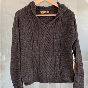 NWT Gorgeous Cable Knit Pullover Sweater